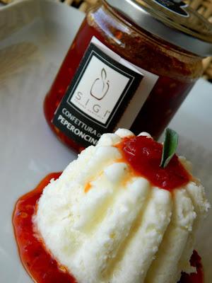 parfait di asiago dolce d.o.p con confettura di peperoncini sigi