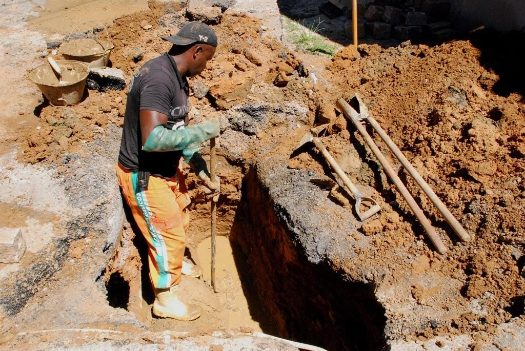 FOTO LADEIRA SÃO PEDRO: Ladeira São Pedro recebeu reparo de galeria de águas pluviais