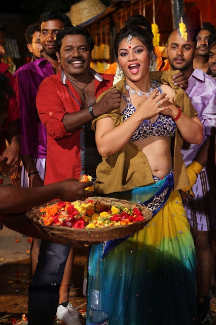 hot tamil aunty navel show images