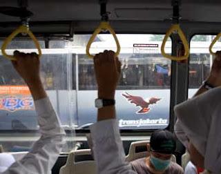Tips Menjaga Diri Di Bus Transjakarta [ www.BlogApaAja.com ]
