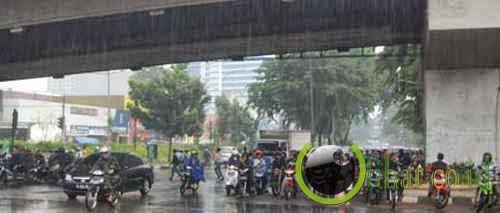 Ngolong Gara Gara Hujan