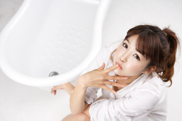 4 Lee Eun Hye - White Shirt and Bath Tub-very cute asian girl-girlcute4u.blogspot.com