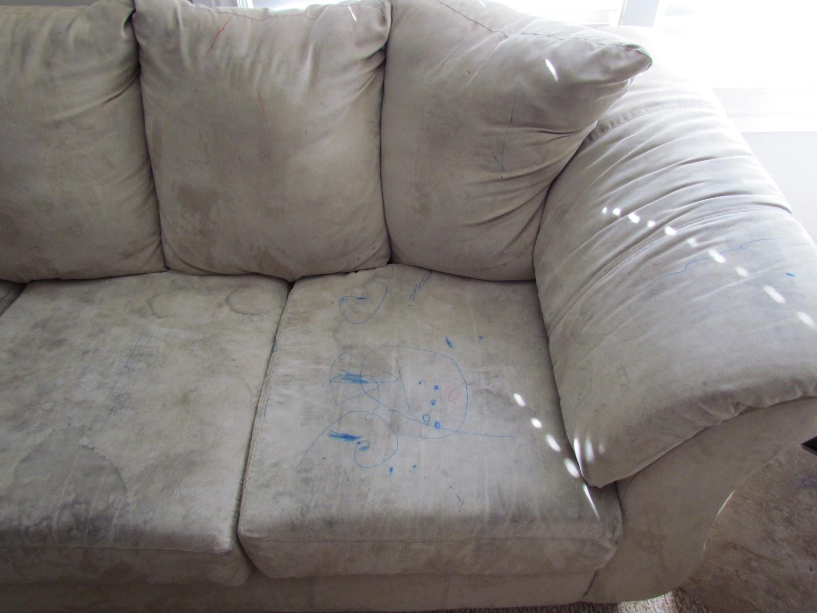 Чем вывести жирные пятна с дивана в домашних условиях