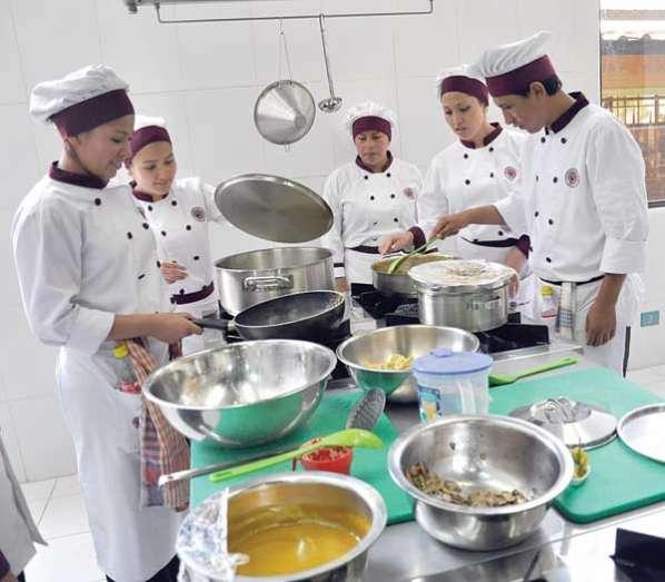 ... Licenciatura en Univalle promueve gastronomía tradicional boliviana