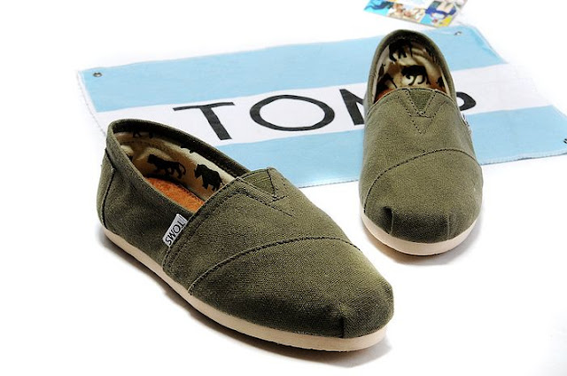 TOMS Classics in Olive
