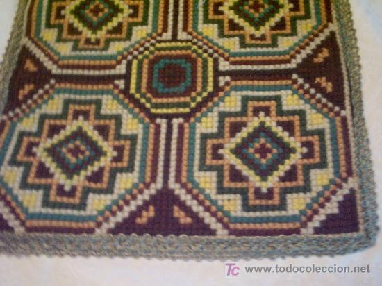 Bordados tapetes y alfombras en punto cruz for Tipos de alfombras