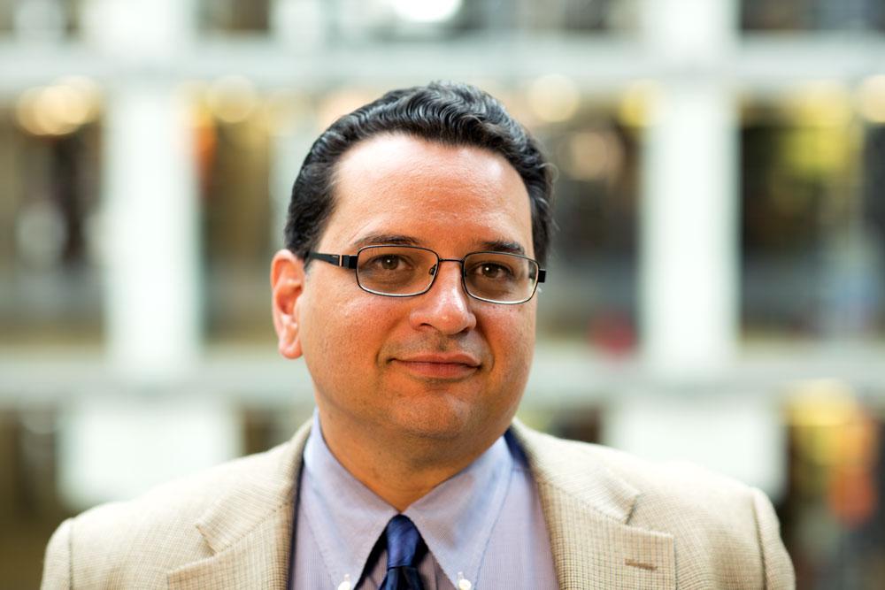 Dr. Glenn Martínez