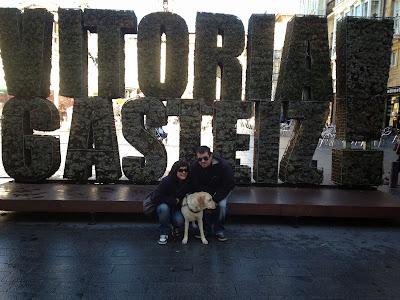 Kenzie, Carlos y yo en Vitoria