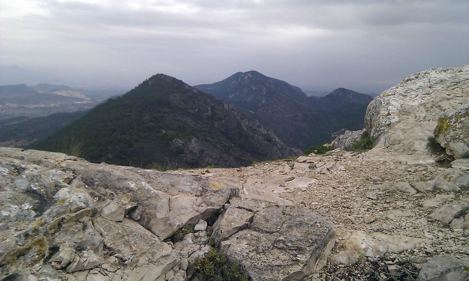 Dos picos de la sierra de Crevillente.
