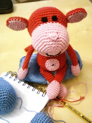 amigurumi-heegeldamine-crochet-ahv-monkey-punane-loomad-stuffed-animal-helper-sinine-puuvill-cotton