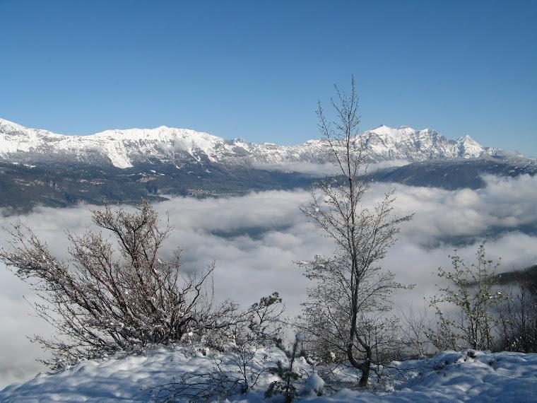 val d'Adige nelle nebbie mattutine