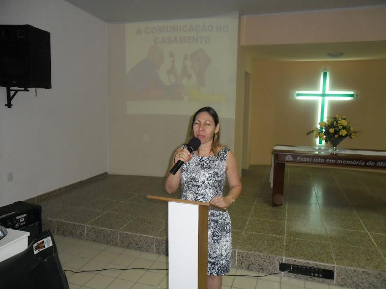 MARLI FALCÃO MINISTRANDO AOS CASAIS DA IPJ