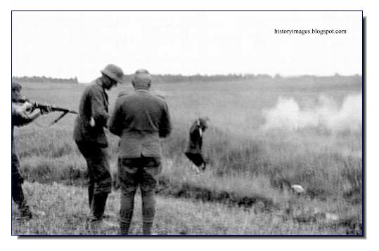 killing Russian peasants field Einsatzgruppen Nazi exterminators
