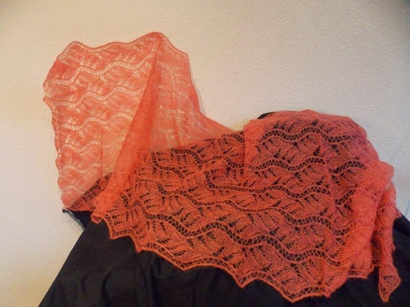 TE KOOP, zalm kleur/oranje langwerpige stola