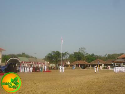 Bendera merah putih sampai ke puncak tiang