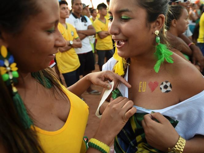... Cewek Brazil Cantik, Seksi, dan Menggoda di Laga Brazil VS Kroasia