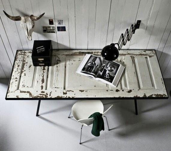 Decorar con puertas antiguas,mesas.