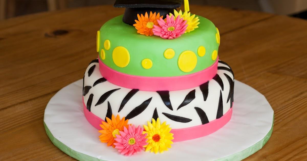 Small Cake Center Piece With Cupcakes Around It