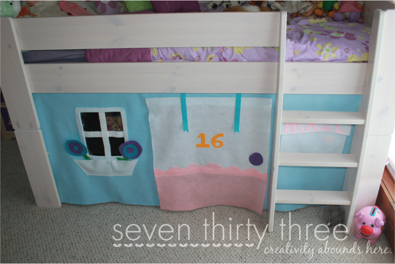 No sew loft bed felt tent tutorial inspiration made simple - Nachtkastje voor loftbed ...
