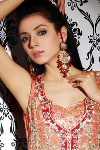 http://1.bp.blogspot.com/-Cb2J3-ZoUF0/Tn8oN_4xdoI/AAAAAAAAAkY/hI_rdrn8QLc/s640/Fashion+Designer+Sarees%252C+2011-12+-1.jpg