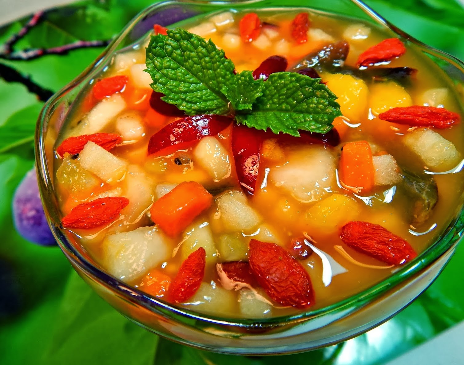 Salada de Frutas com Calda de Maracujá e Laranja (vegana)