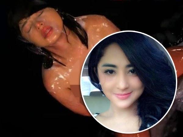 Lagi Foto Foto bogel Dewi Perssik tersebar di dunia maya
