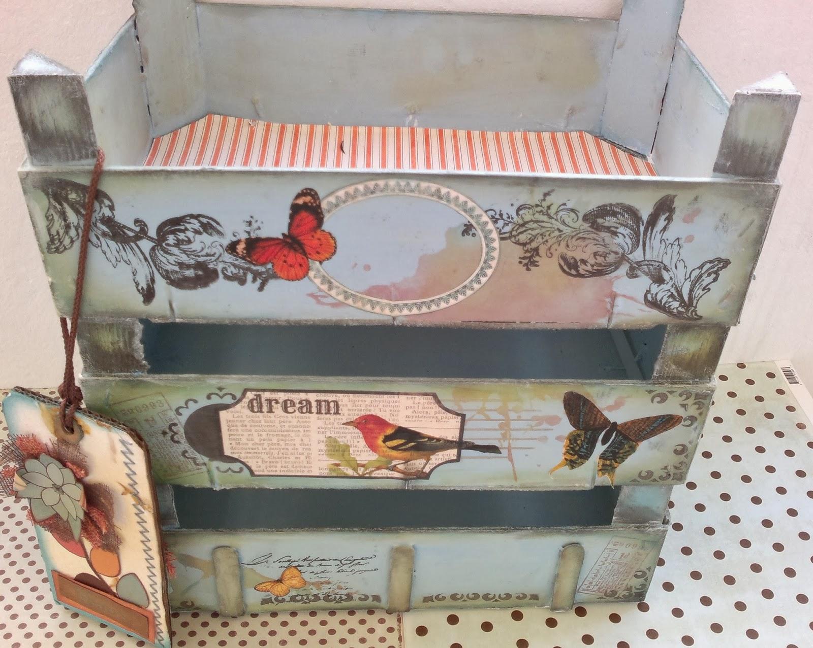 Sharonscrap tutorial estanteria cajas de fresas reciclando - Como decorar cajas de madera de fruta ...
