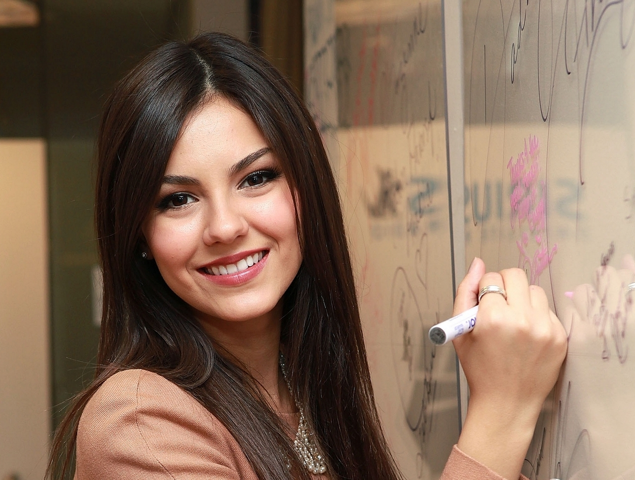 Victoria Justice Images Hot 6