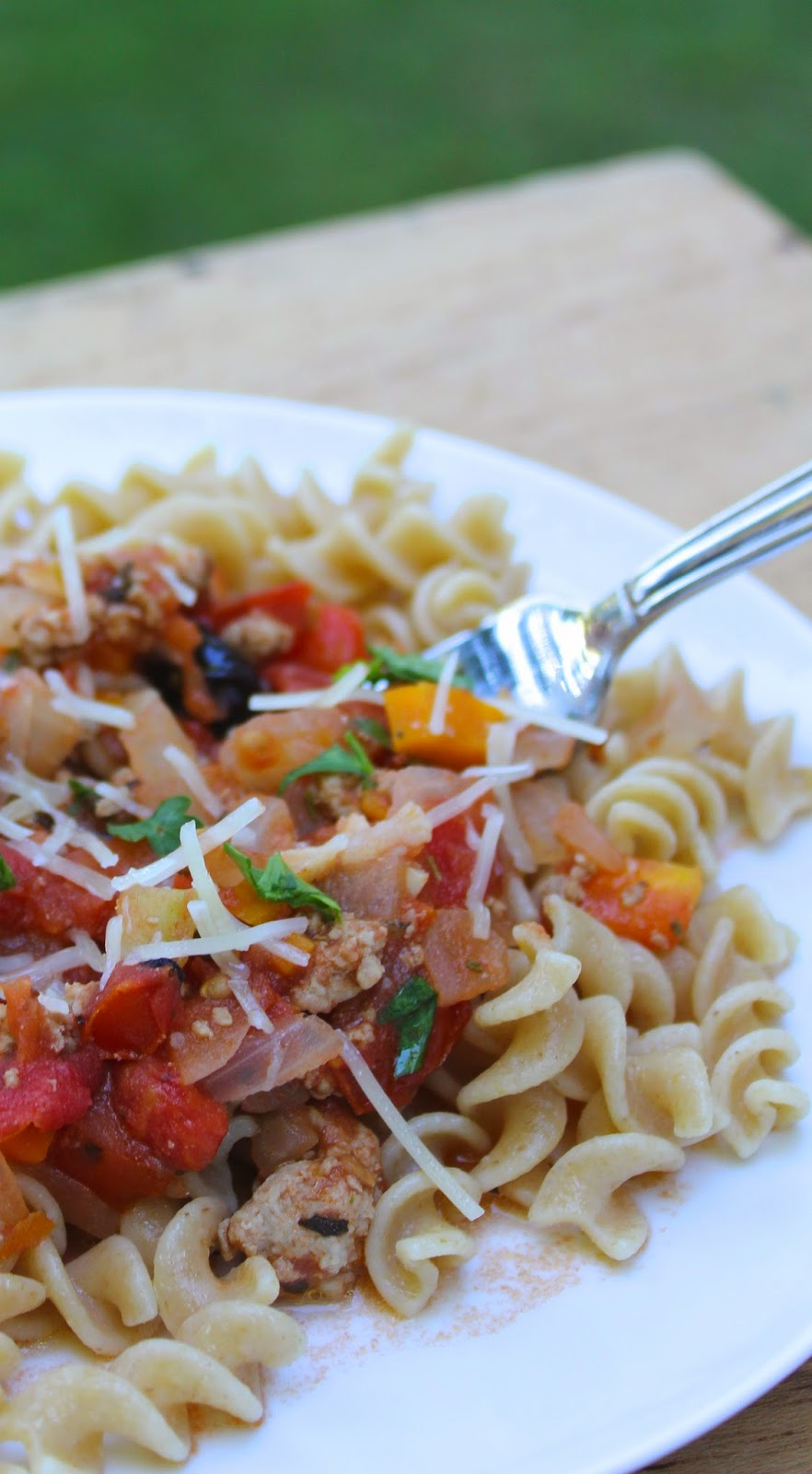 farm fresh tomatoes with ground turkey makes for a light, flavorful pasta sauce. Cooking Chat recipe.