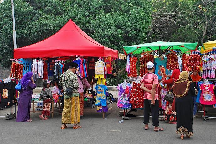 Ropa en el mercado de Yakarta