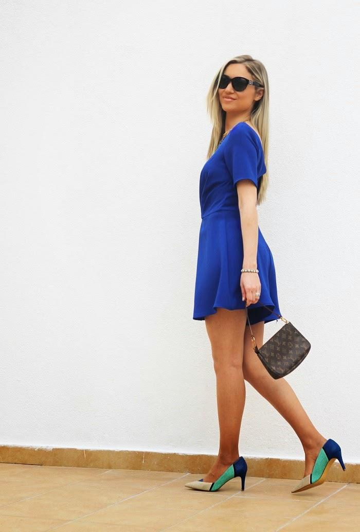 Peças inteiras são extremamente práticas, como vestidos ou macacões, pois estamos imediatamente prontas para sair. E eu sou fã especialmente de jumpsuits ou playsuits. Este em azul-cobalto da colecção Primavera/Verão da SuiteBlanco é absolutamente maravilhoso. Look do dia/Outfit. Tendências. Chanel. Louis Vuitton. SuiteBlanco. Dicas de Moda e Imagem. Style Statement. Blog de moda portugal, blogues de moda portugueses.