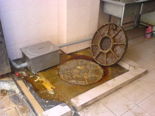 tersumbat (Clogged sanitary line)