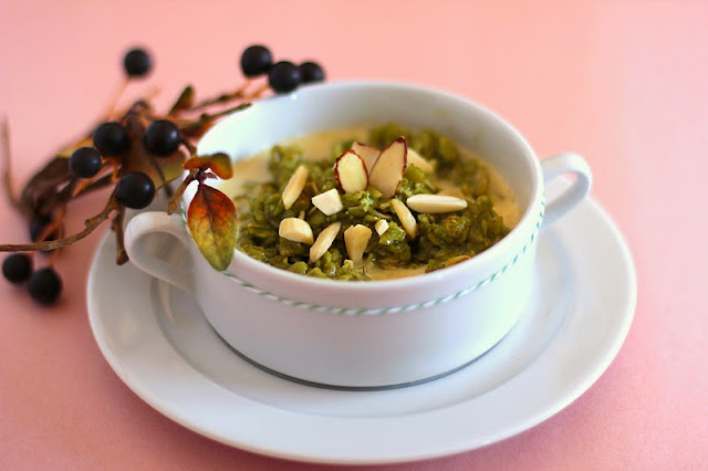 Healthy Sweet Matcha Almond Oatmeal