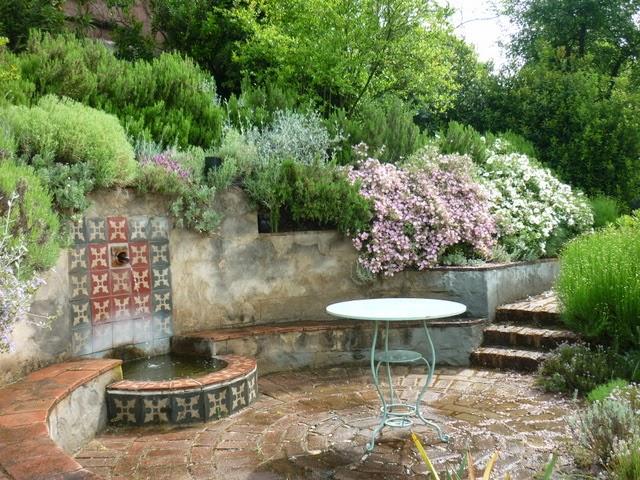 Il giardino gaudente giardino mediterraneo fioriture di - Giardini mediterranei ...