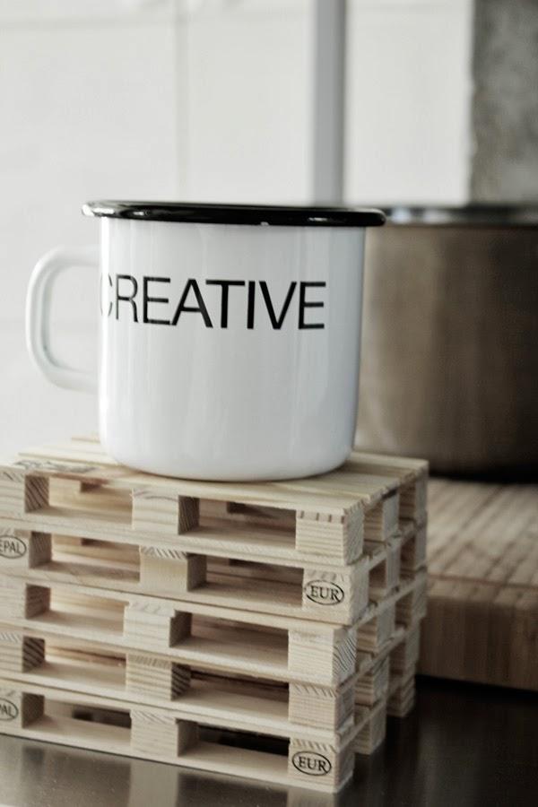 lastpallar som underlägg, glasunderlägg, partykungen, svart och vit mugg, creative, mugg med text, trärena underlägg, tips webbutik,