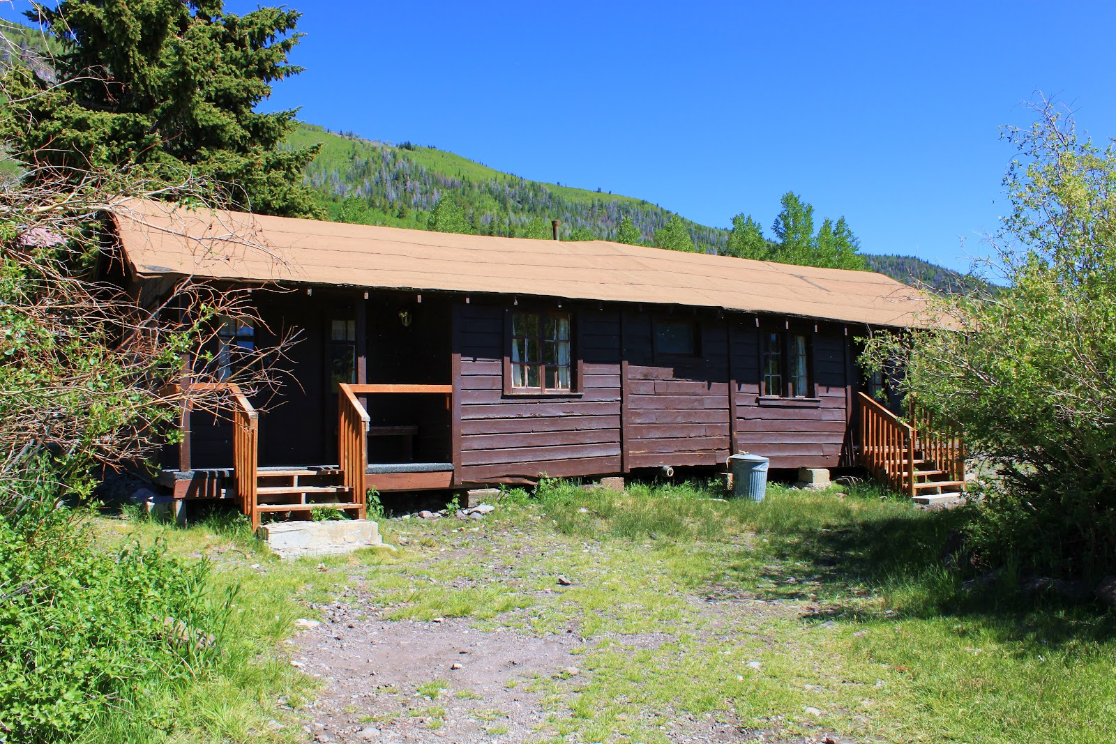 lazy dorms lizard cabins cabin and utah in the hostel rentals at affordable group rooms
