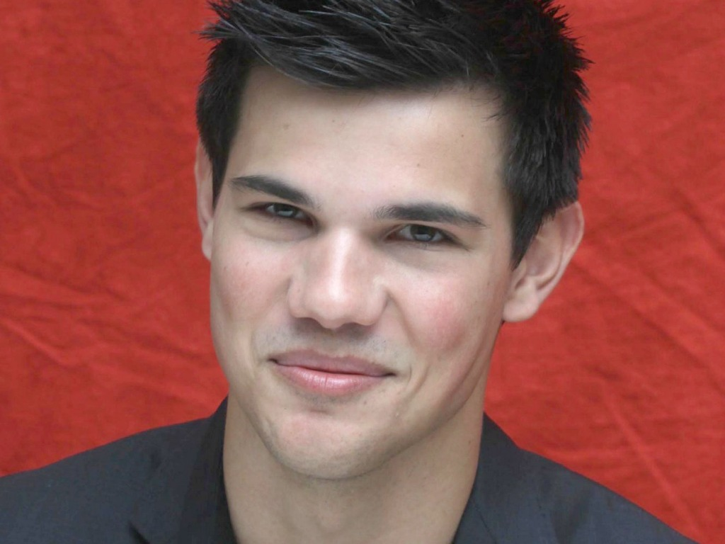 http://1.bp.blogspot.com/-Cd--u84F3Jk/UK5ziFvJzDI/AAAAAAAAieQ/6DHlEltZ2qU/s1600/Taylor-Lautner-lips.jpg