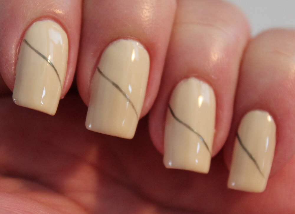 Line Art Nails : Fun floral nail art tutorial set in lacquer