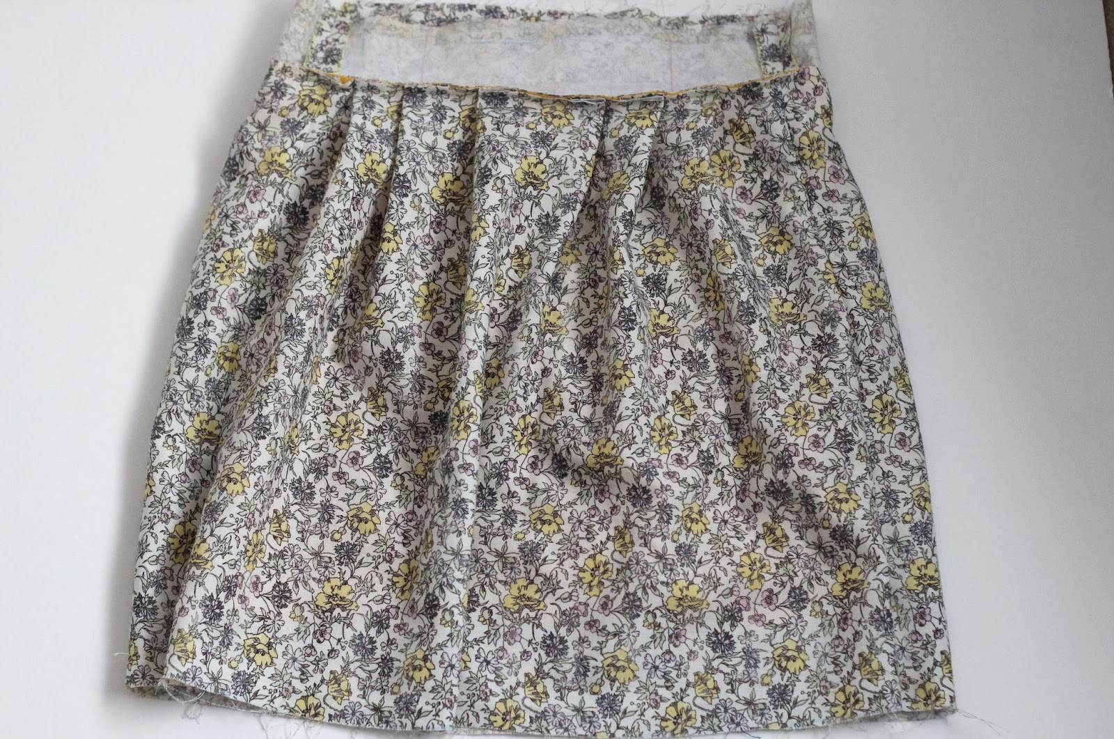 Skirt stitching iron interface in waistband pleated skirt