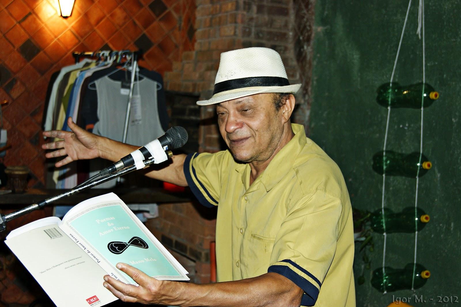 Veja fotos do sarau com Mano Melo e convidados no Espaço Semear