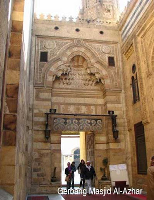 Mosque Al-Azhar in Cairo pictures