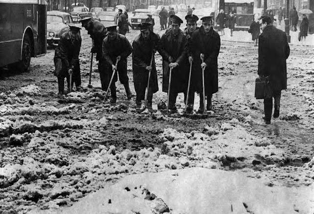 Brigada municipal quitando nieve, Madrid