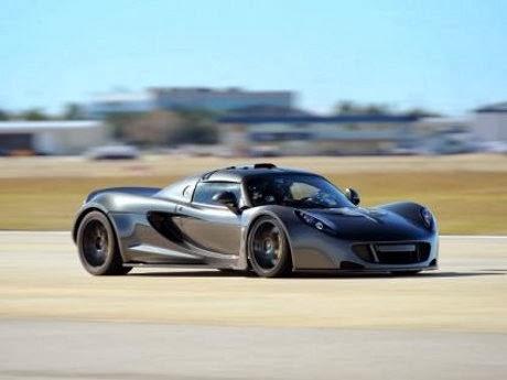 Foto Mobil Mewah Hennessey Venom GT Tercepat di Dunia