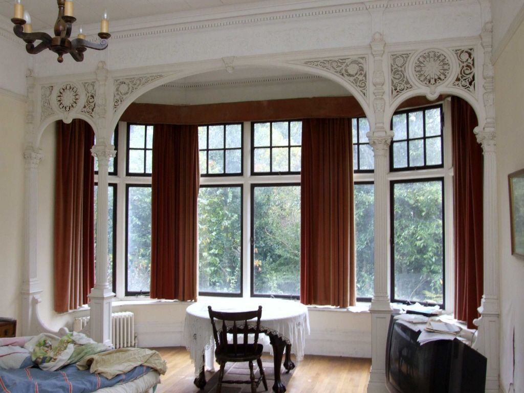 Old world gothic and victorian interior design for Victorian house interior designs