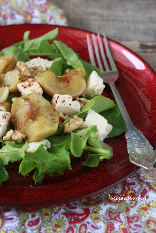 Sałatka z pieczonymi jabłkami