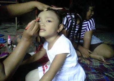 +Foto gambar wajah dan gaya anak yang sedang di rias