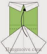 Bước 7: Gấp cạnh giấy bên dưới lên phía trên.