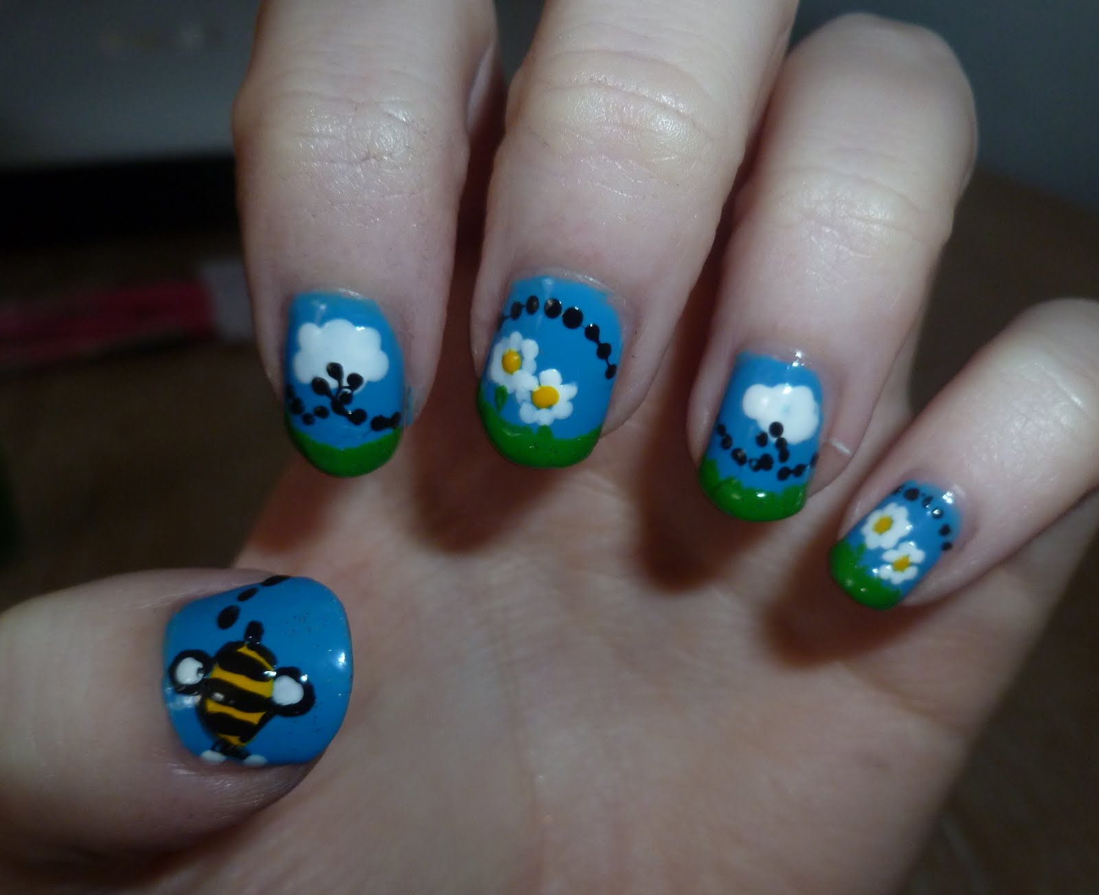 Bee Trail Nails