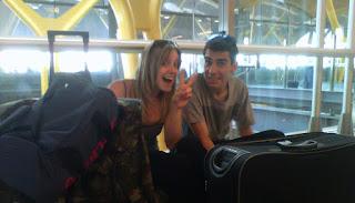 Sara y Pablo en el aeropuerto