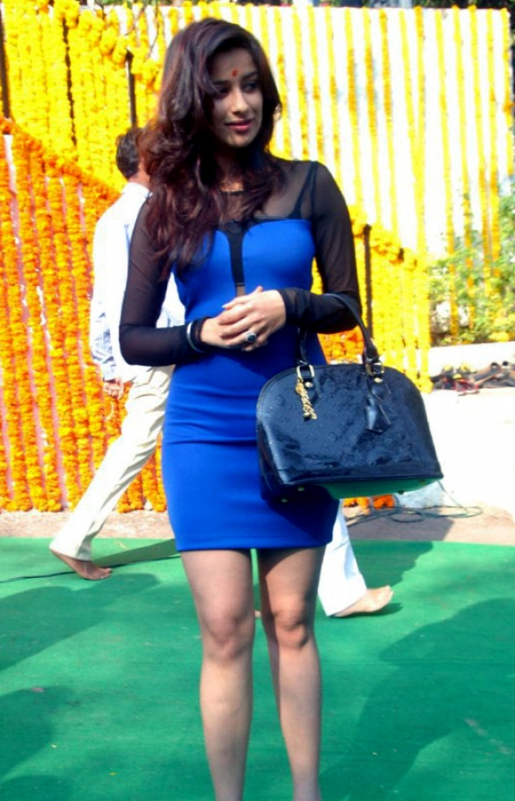 Telugu Film Actress Madhurima Latest S In Short Blue Skirt